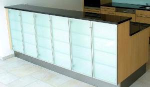 Küchenfront aus Glas