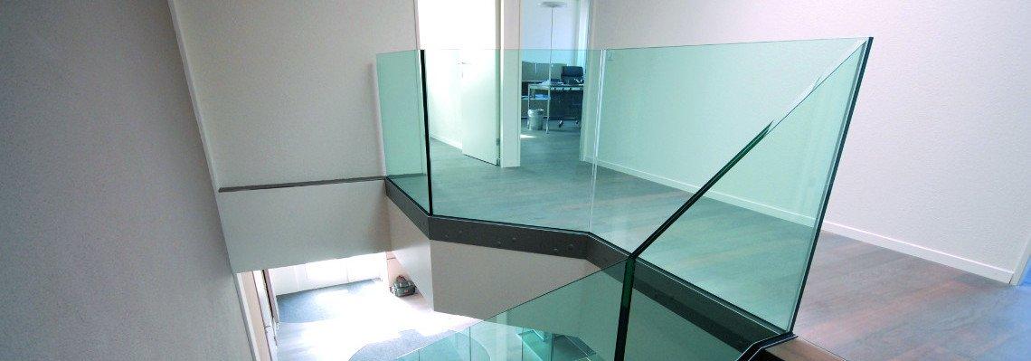 Treppenverglasung und Glasgeländer