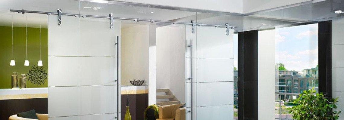 Glasschiebetüren und Glastrennwand